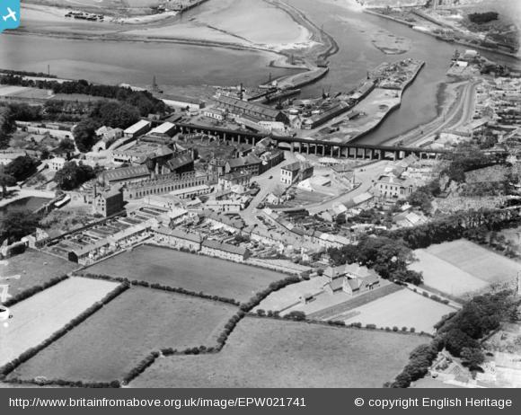 The railway viaduct and town, Hayle, 1928 - Britain from Above